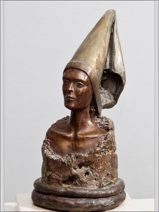 Bustos de bronce. Dama medieval.