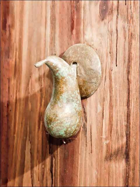 Aldabas de bronce. Aldaba Pera.