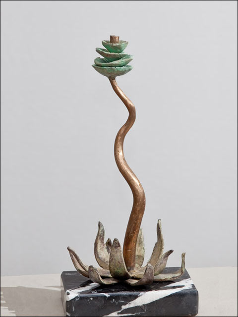 Figuras de bronce. Flor crasa 9.