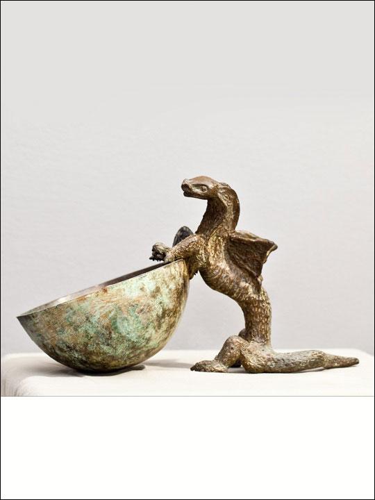 Figuras bronce - Esculturas decorativas. Dragón con cuenco.