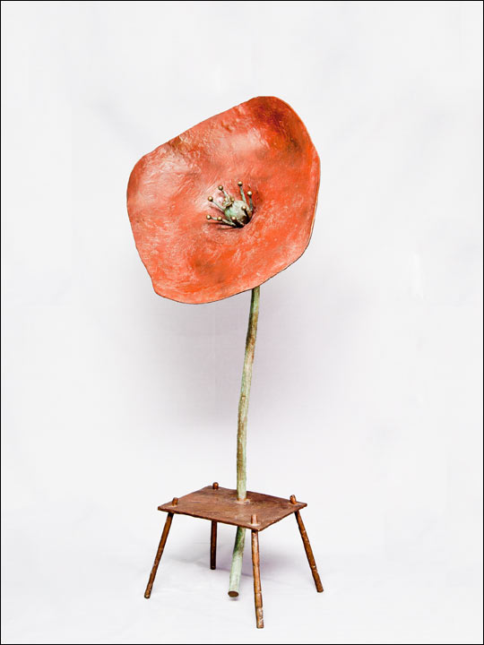 escultura moderna comprar -esculturas de bronce - Amapola en mesa.
