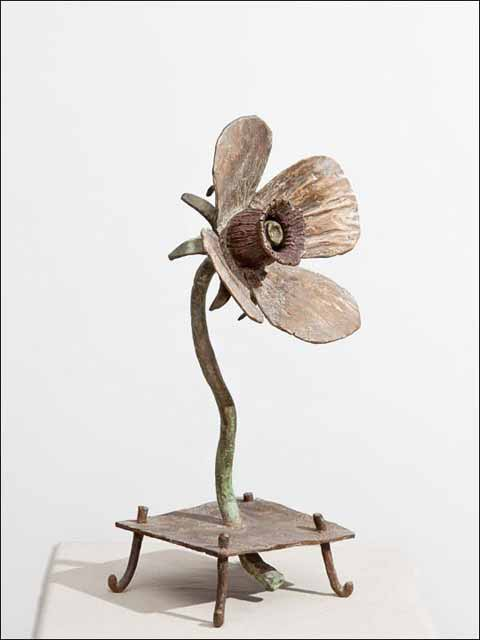 Esculturas en bronce - Flores de bronce -Flor sobre bastoncillos