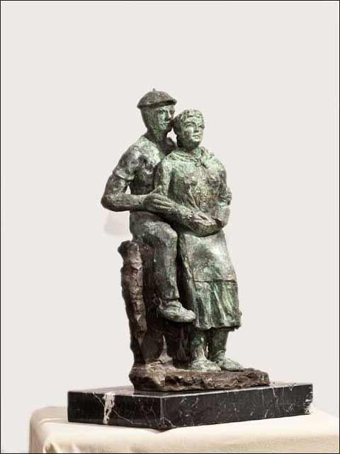 Esculturas de bronce. Pareja de aldeanos.