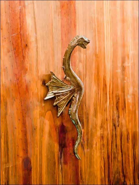 Tiradores de puertas. Pomo Dragón.