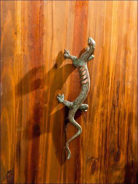 Tiradores bronce . Pomo lagarto.