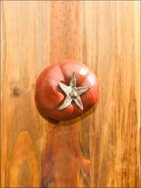 Pomos de bronce. Pomo tomate.