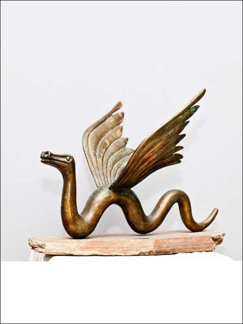 Esculturas en metal bronce. Serpiente alada.