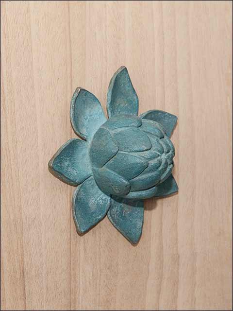 Pomos y tiradores puertas exteriores. Pomo flor de loto